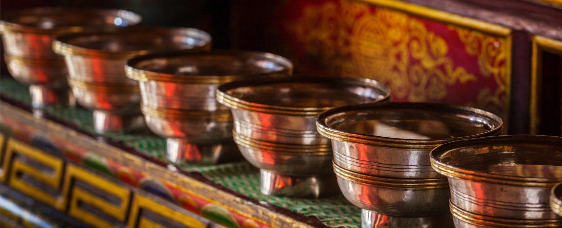 offerings-tibetan-water-bowls-in-lamayuru-gompa-CJSVBYP.jpg